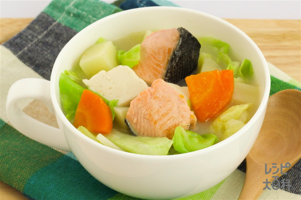 石狩風豆乳みそスープ(生ざけ(切り身)+じゃがいもを使ったレシピ)
