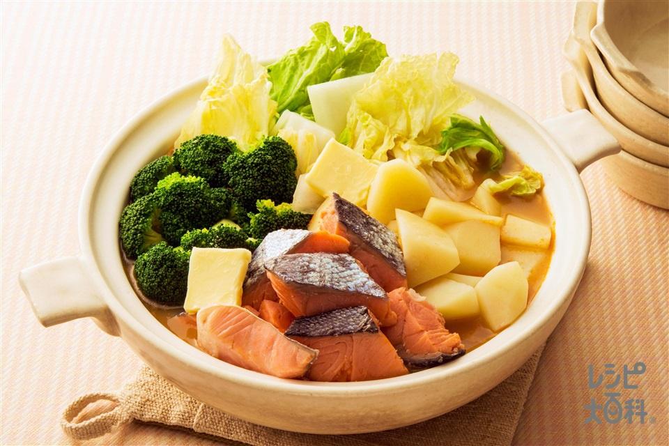 鮭とごろっとじゃがいもの味噌バター風味鍋(さけ+じゃがいもを使ったレシピ)