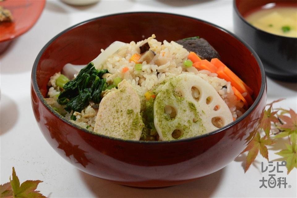 鶏肉とれんこんのだし炊きご飯(米+にんじんを使ったレシピ)