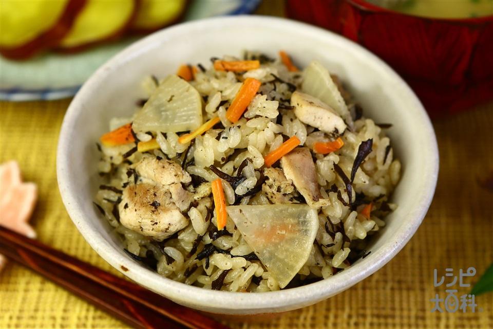 鶏肉・大根・ひじきのだし炊きご飯(米+鶏もも肉を使ったレシピ)