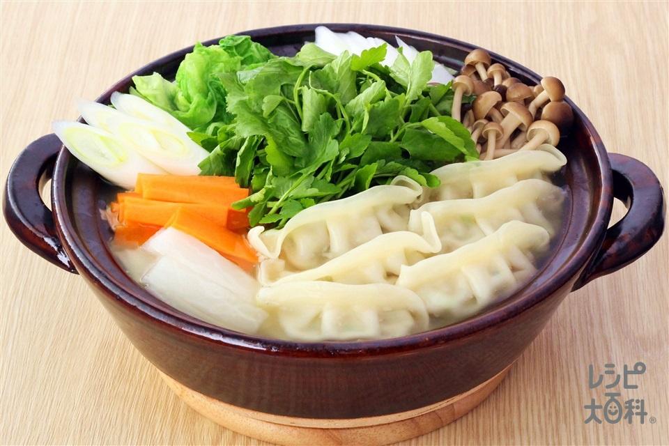 七草丸鶏餃子鍋(白菜+青菜(大根の葉、かぶの葉、春菊など)を使ったレシピ)