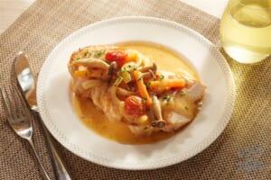 やわらか鶏むねステーキ 白ワインとチーズのソース(鶏むね肉+しめじを使ったレシピ)