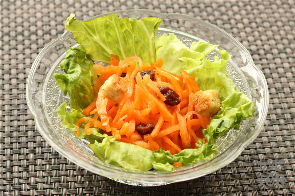 バジル風味のにんじんサラダ(にんじん+グリーンリーフを使ったレシピ)
