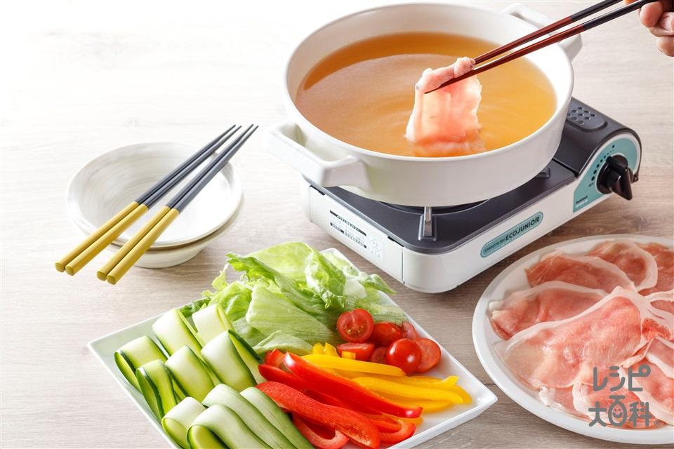 夏野菜のコンソメつゆしゃぶ(豚しゃぶしゃぶ用肉+レタスを使ったレシピ)