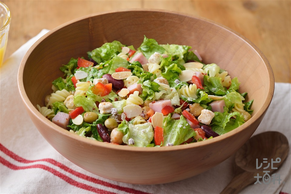 パスタと彩り野菜のチョップドトスサラダ(グリーンリーフ+ミックスビーンズを使ったレシピ)