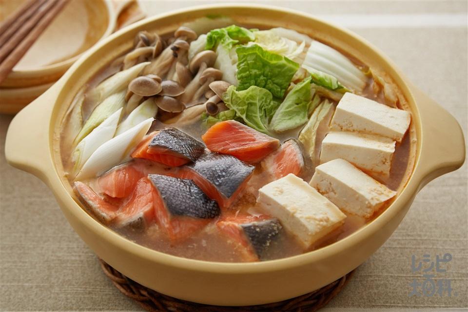 とんこつ味噌の石狩風鍋(さけ+白菜を使ったレシピ)