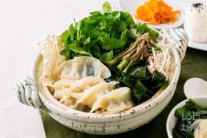 仙台せりと牡蠣の水餃子鍋