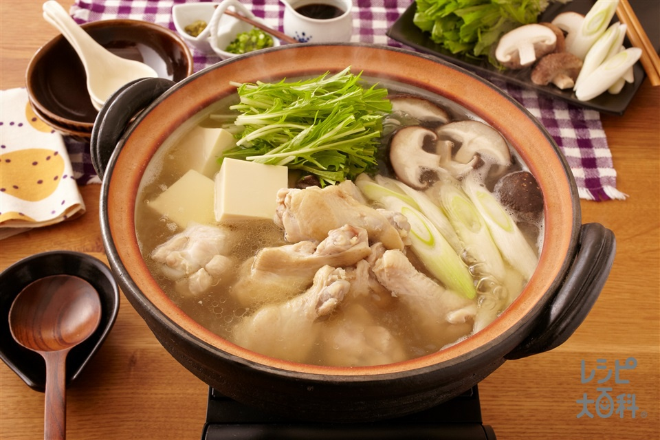 極上!鶏だし水炊き鍋(鶏手羽元+水菜を使ったレシピ)