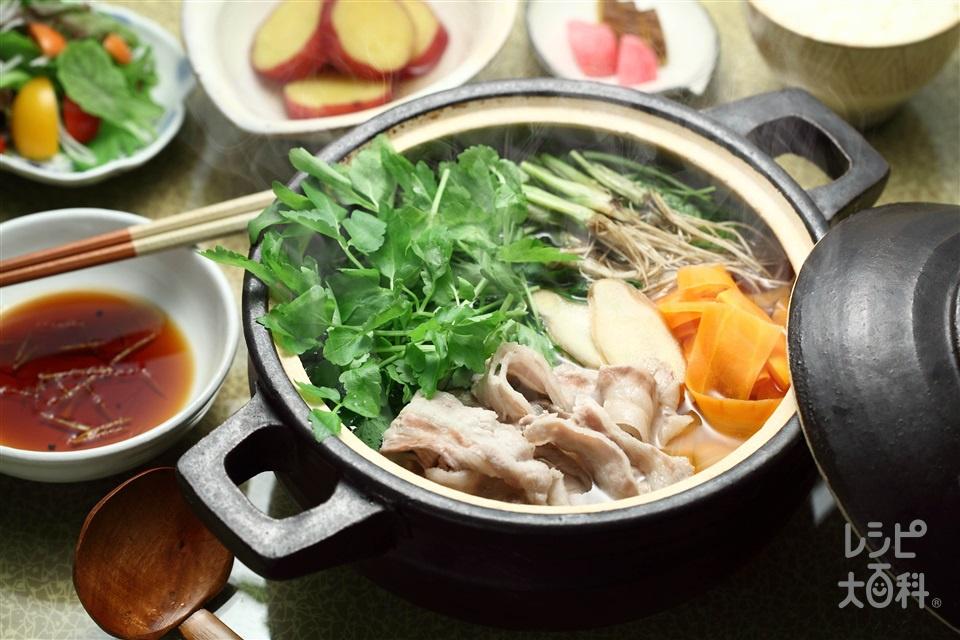 セリ常夜鍋(せり+豚バラ薄切り肉を使ったレシピ)
