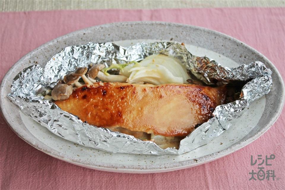 鮭と白菜の味噌マヨホイル焼き(生ざけ(切り身)+白菜を使ったレシピ)
