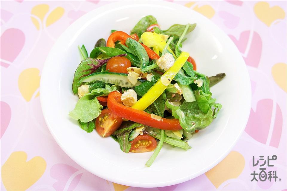 彩りシーザーサラダ(サニーレタス+きゅうりを使ったレシピ)