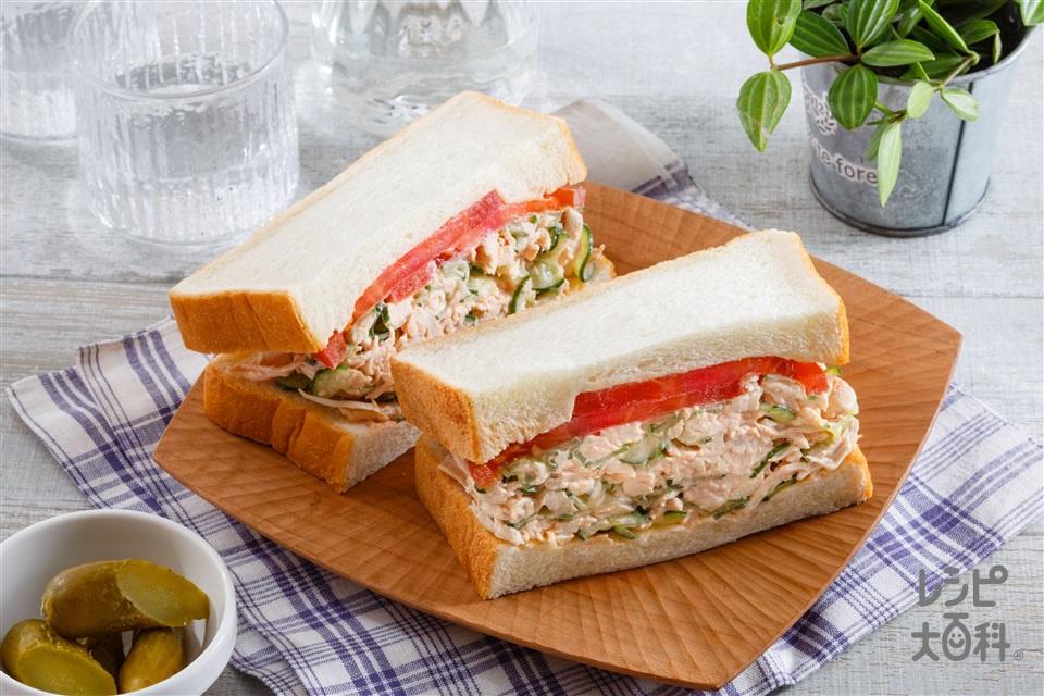 きゅうりたっぷりサラダチキンサンドイッチ