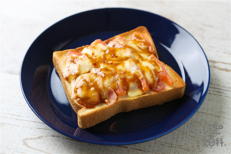 味噌マヨピザトースト(食パン6枚切り+トマトを使ったレシピ)