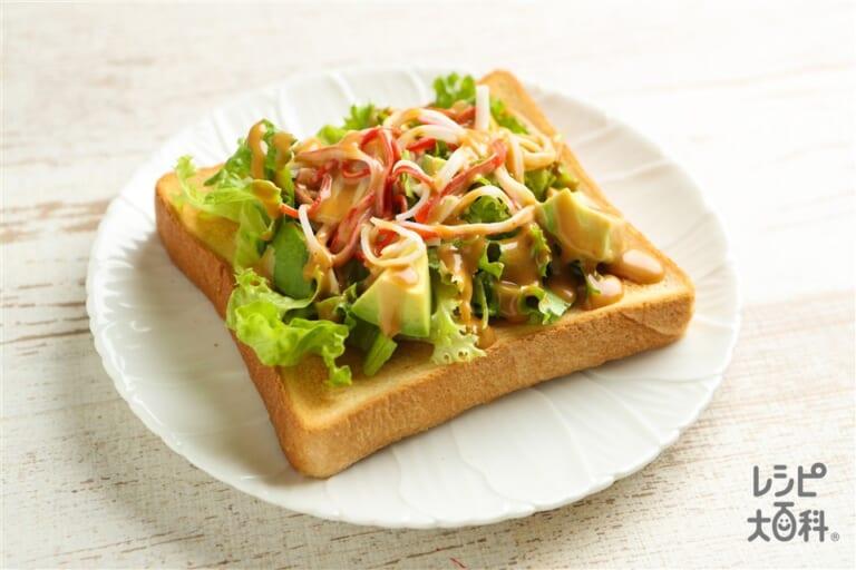 アボカドサラダトースト