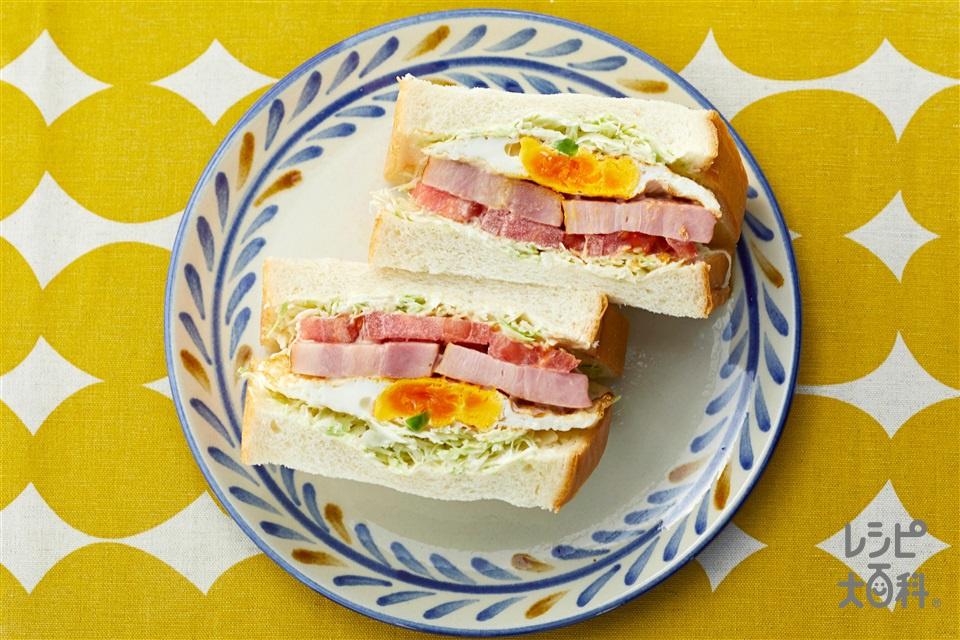 ベーコンエッグのボリュームサンド(食パン6枚切り+トマトを使ったレシピ)