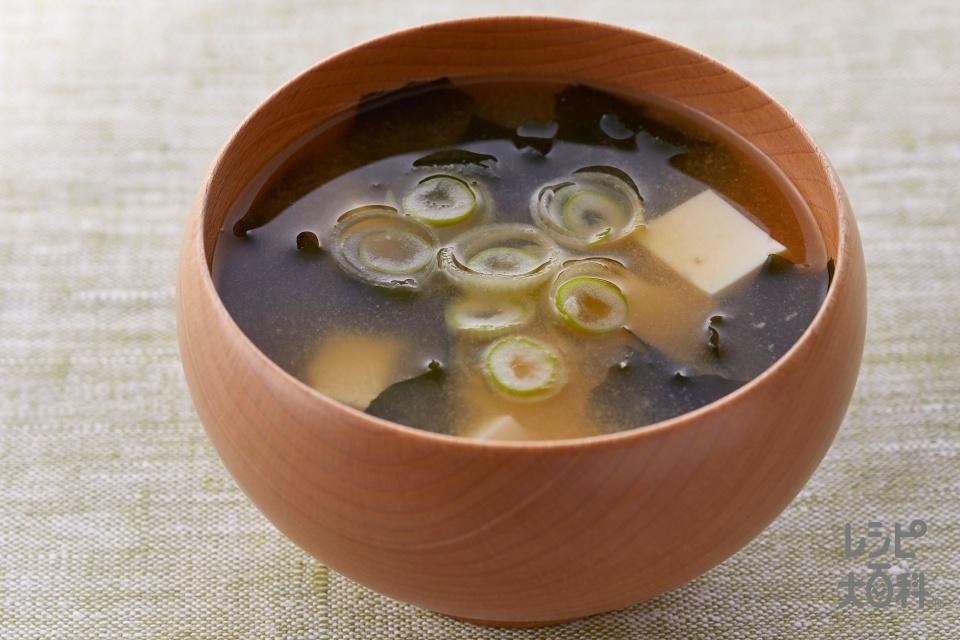 お塩控えめ 基本のお味噌汁(絹ごし豆腐+カットわかめ(乾)を使ったレシピ)