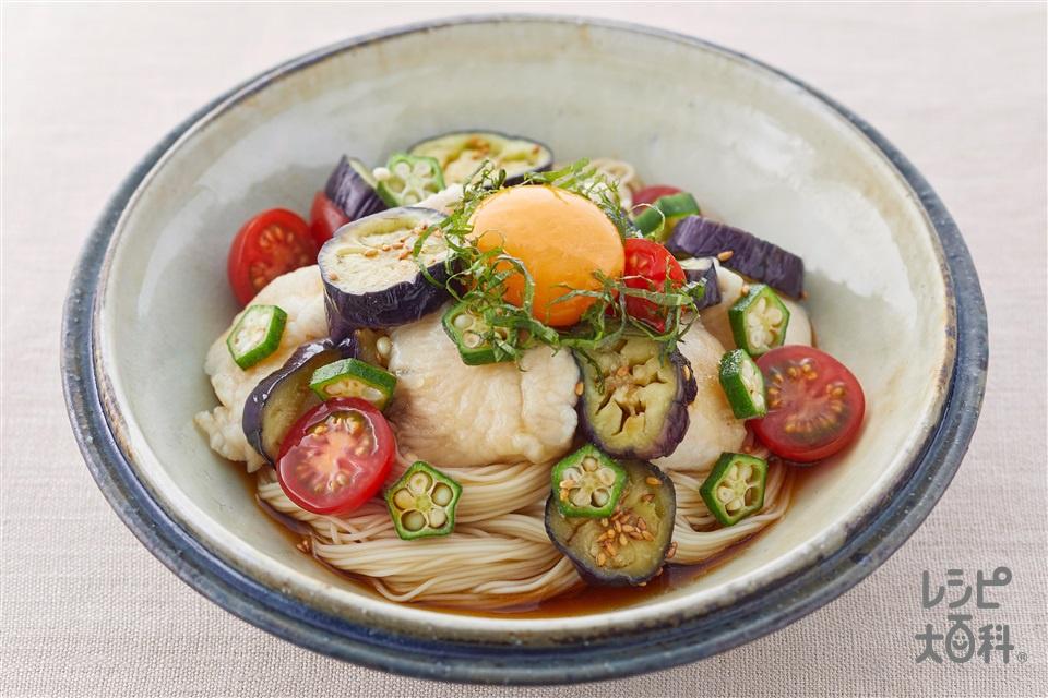 夏野菜と水晶鶏のぶっかけそうめん(そうめん+鶏むね肉(皮なし)を使ったレシピ)