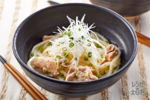 ねぎ塩うま味うどん(冷凍うどん+鶏もも肉を使ったレシピ)