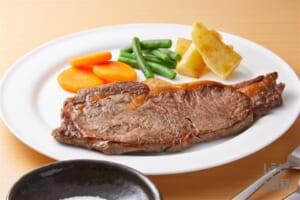 うま塩ステーキ(牛ステーキ用肉+にんじんを使ったレシピ)
