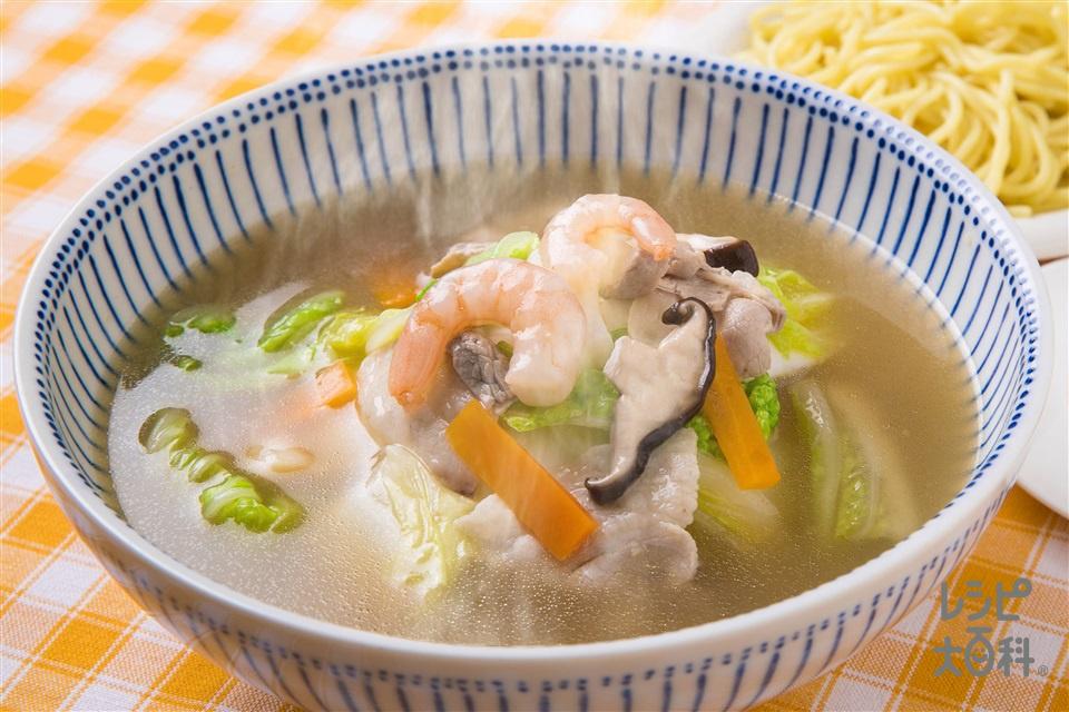 具だくさん!ちゃんぽん風スープ(豚バラ薄切り肉+白菜を使ったレシピ)