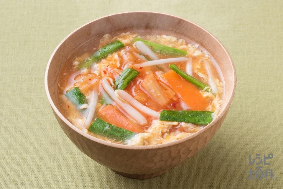 野菜しっかりチゲ風みそ汁(もやし+白菜キムチを使ったレシピ)