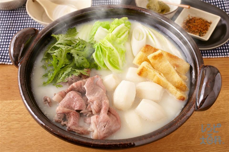 牛肉とえびいものまろやか豆乳鍋 (牛肩ロースすき焼き用肉+白菜を使ったレシピ)