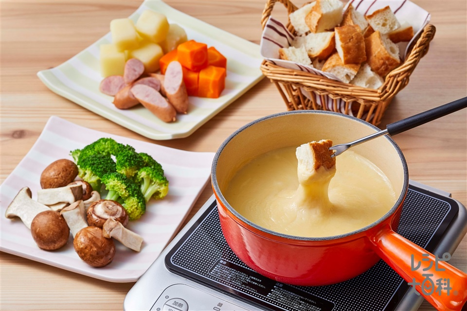 野菜だしのチーズフォンデュ(ピザ用チーズ+バゲットを使ったレシピ)