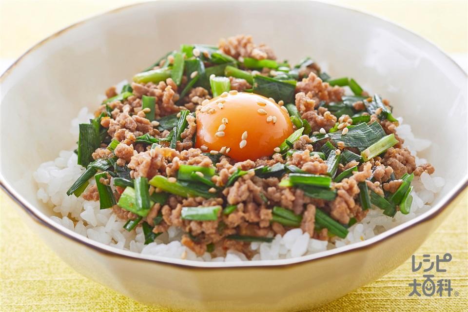 豚にらスタミナ丼(豚ひき肉+にらを使ったレシピ)