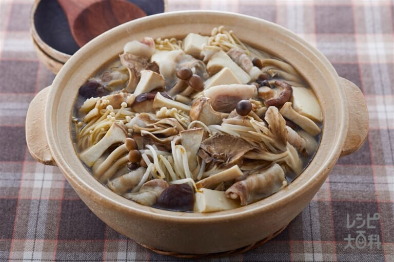 5種のたっぷりきのこ鍋