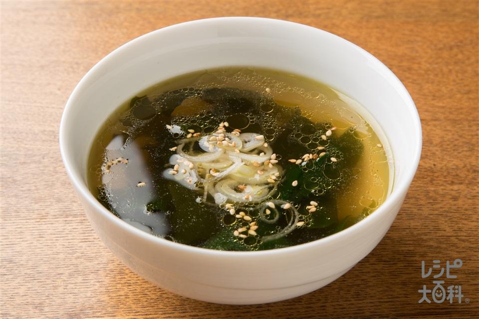 シャキシャキ食感!わかめスープ(長ねぎ+いり白ごまを使ったレシピ)
