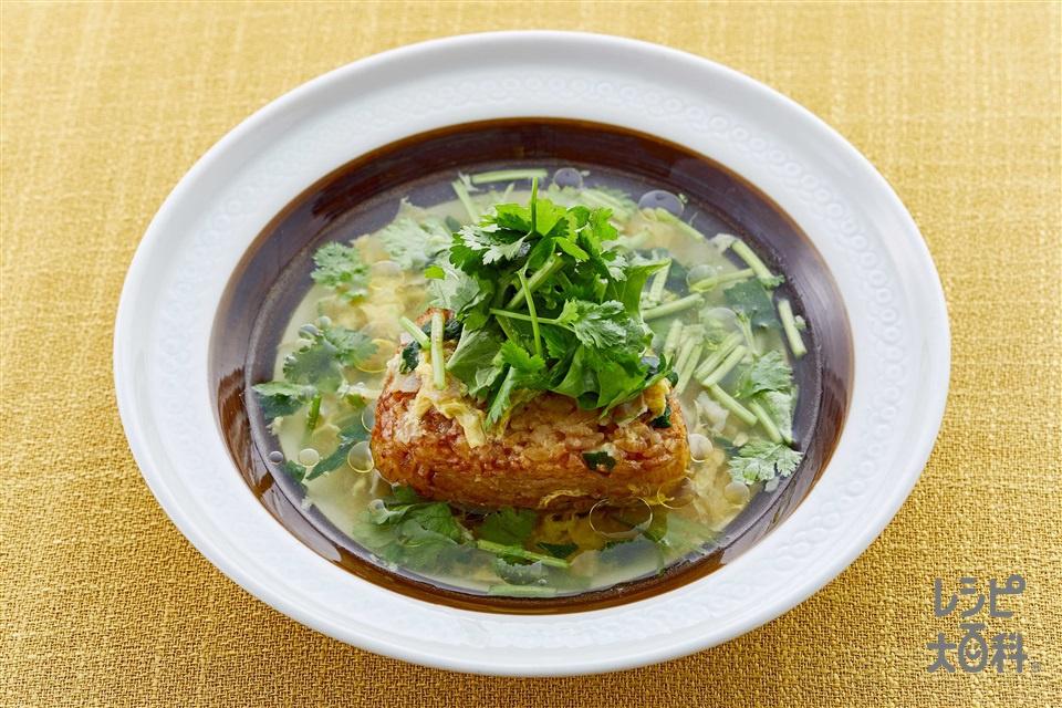 パクチー盛り!スープかけ焼きおにぎり(焼きおにぎり(冷凍)+パクチーを使ったレシピ)