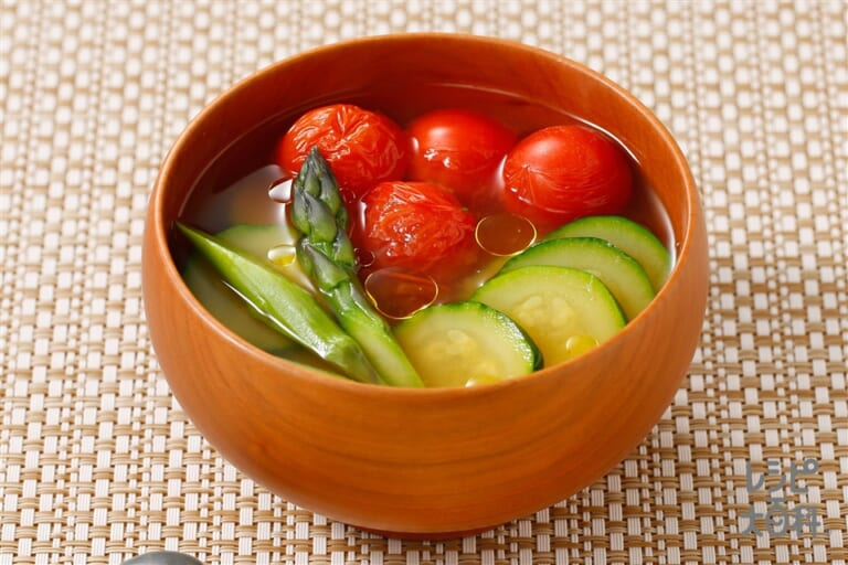 とまとと夏野菜の洋風みそ汁