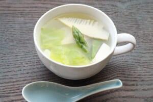 春の丸鶏豆腐スープ