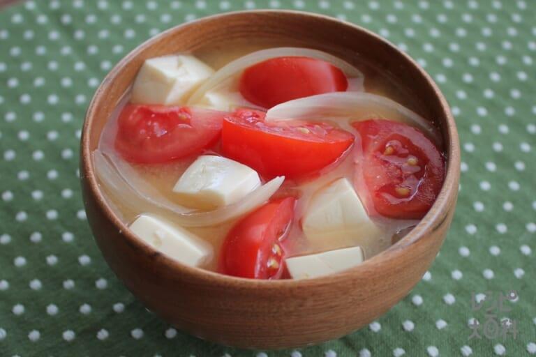トマトと玉ねぎのみそ汁