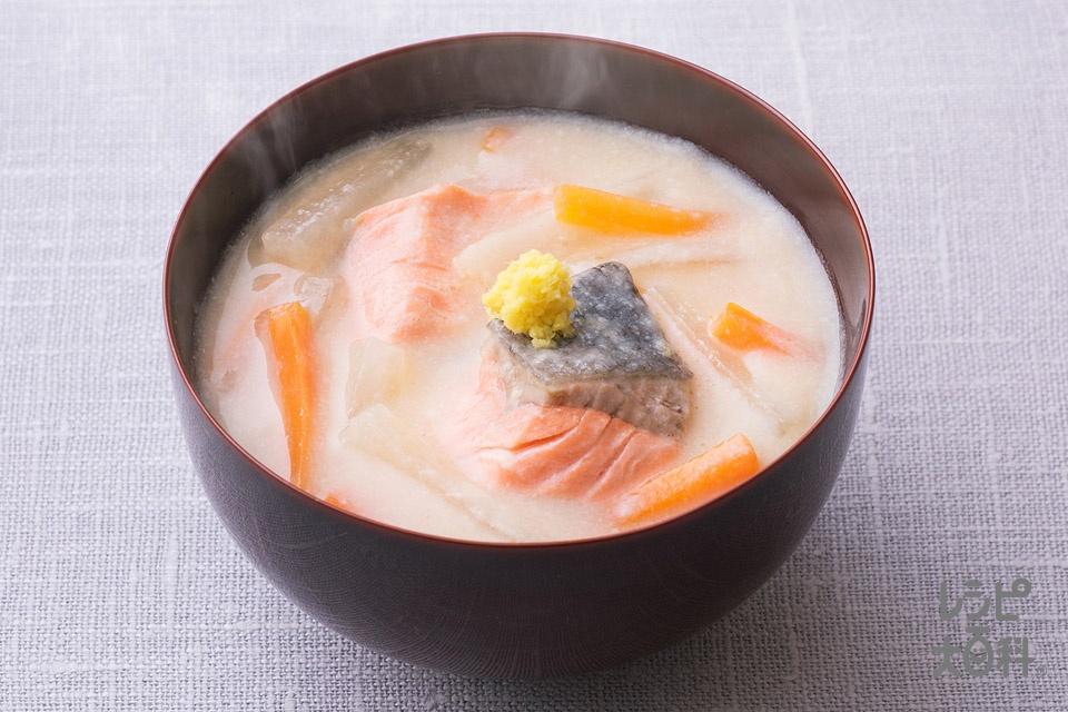 大根と鮭の粕汁風みそ汁(生ざけ+「瀬戸のほんじお」を使ったレシピ)