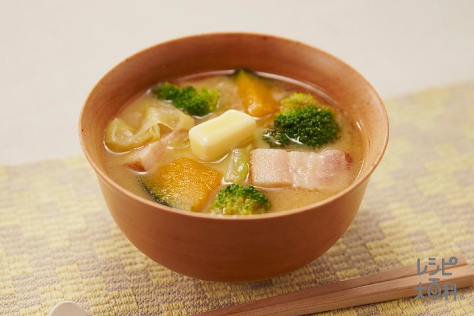 ベーコンと野菜の味噌汁、バター風味(ベーコンブロック+かぼちゃを使ったレシピ)
