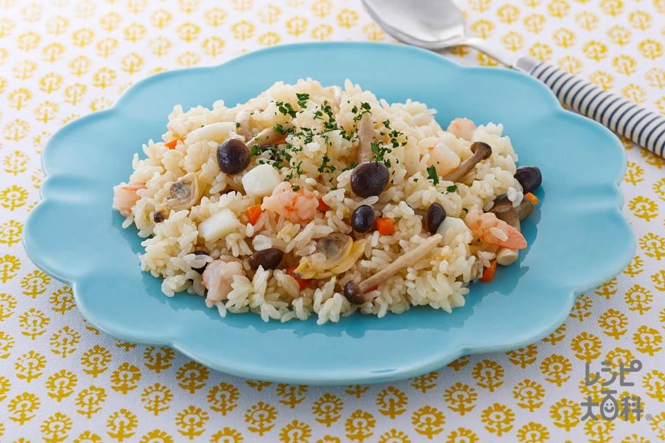 魚介だしのシーフードピラフ(米+「鍋キューブ」鯛と帆立の極みだし鍋を使ったレシピ)