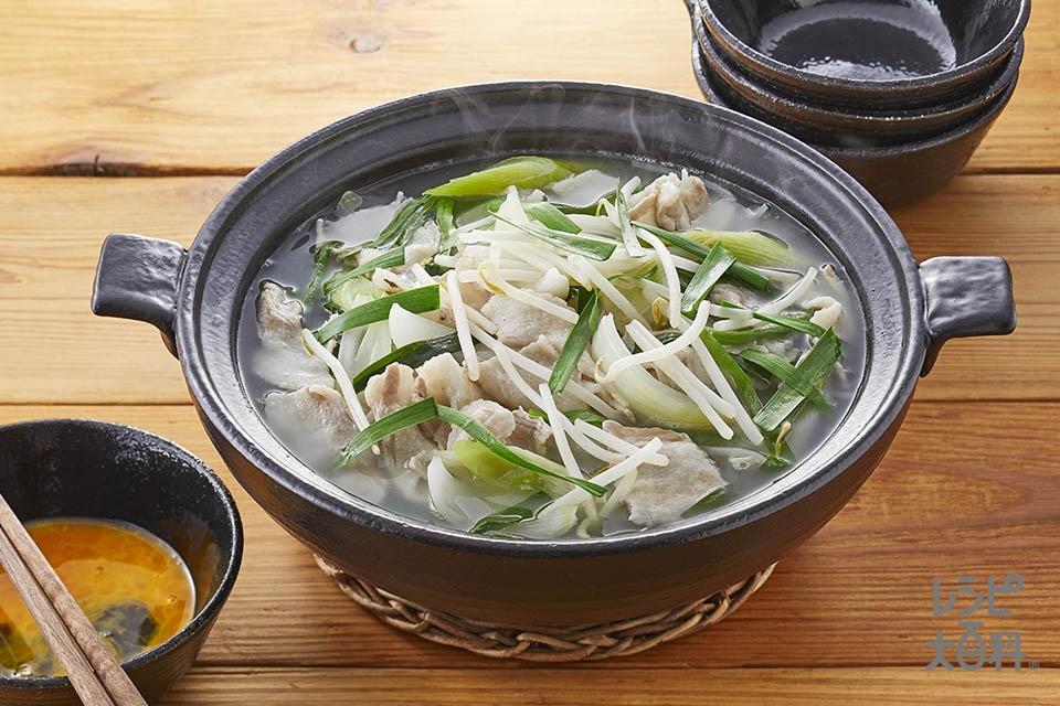 香味スタミナ鍋(豚バラ薄切り肉+玉ねぎを使ったレシピ)