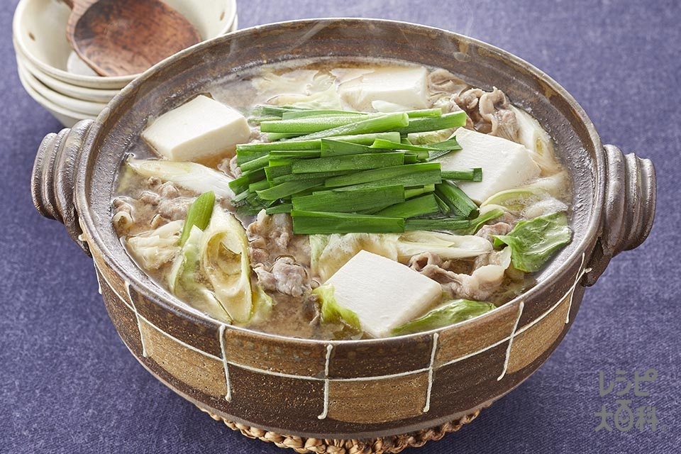 香味とんこつ味噌鍋(豚しゃぶしゃぶ用肉+キャベツを使ったレシピ)