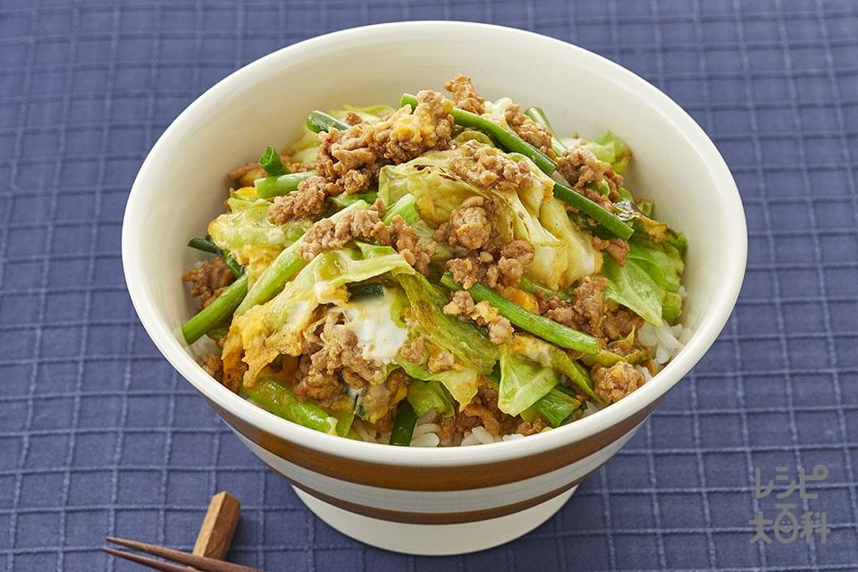 肉みそキャベツの卵とじ丼(豚ひき肉+キャベツを使ったレシピ)