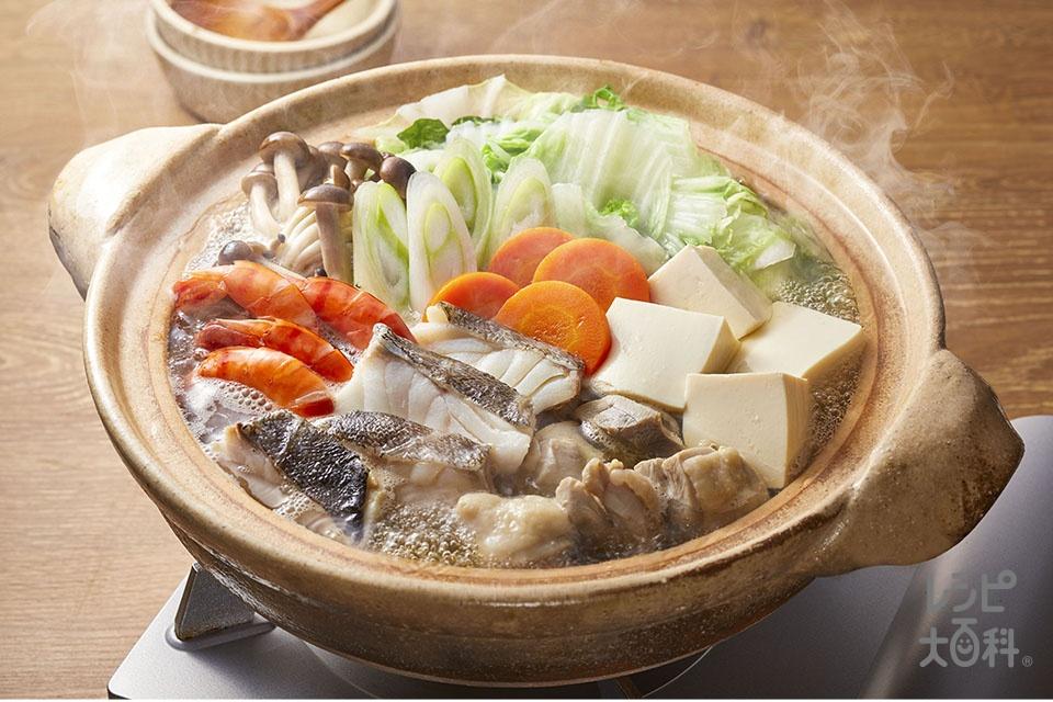 だし香る寄せ鍋(鶏もも肉+白身魚を使ったレシピ)