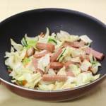 たっぷり野菜とポークランチョンミート炒めの作り方_0_0