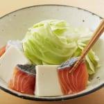 鮭と豆腐・キャベツのキムチレンジ蒸しの作り方_2_1