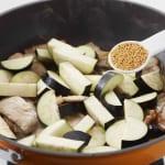 豚肉となすの炒めカレーの作り方_1_0