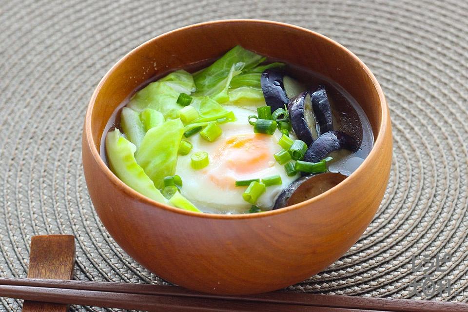 キャベツとなすの落とし卵みそ汁(なす+キャベツを使ったレシピ)
