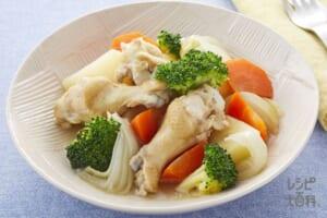 鶏手羽と彩り野菜のうま塩煮