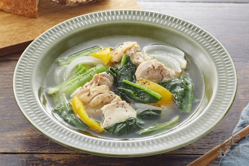 鶏肉とほうれん草のスープ野菜(鶏むね肉+ほうれん草を使ったレシピ)