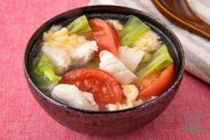 鶏肉とトマトのふわ玉中華スープ