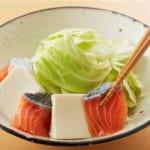 鮭と豆腐・キャベツのキムチレンジ蒸しの作り方_0_2