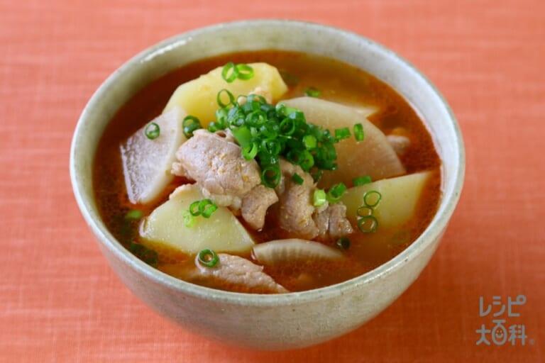 豚肉とじゃがいもの味噌キムチスープ